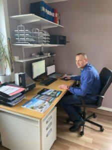 Andrzej hjälper dig att välja fönster